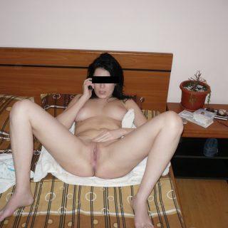 Brune coquine et chaude pour un plan sexe sur Argenteuil