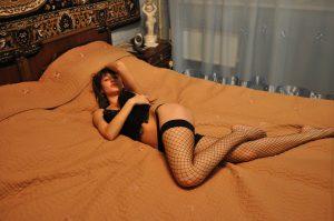 Sur le lit pour une rencontre cul sur Merignac