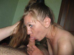 Jolie blonde baise et fait des fellation en Auvergne